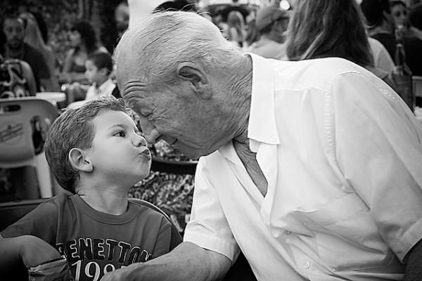 Abuelo y nieto relación de familia