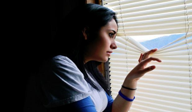Mujer diagnosticada con agorafobia