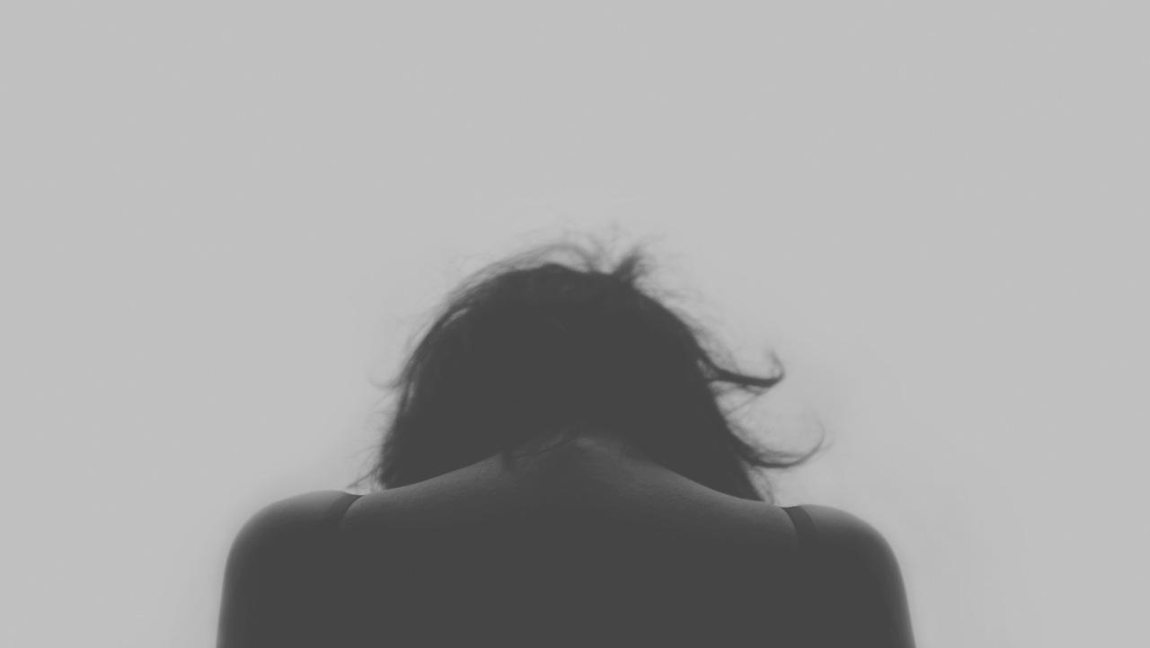 Mujer sufriendo problema sexual con su pareja
